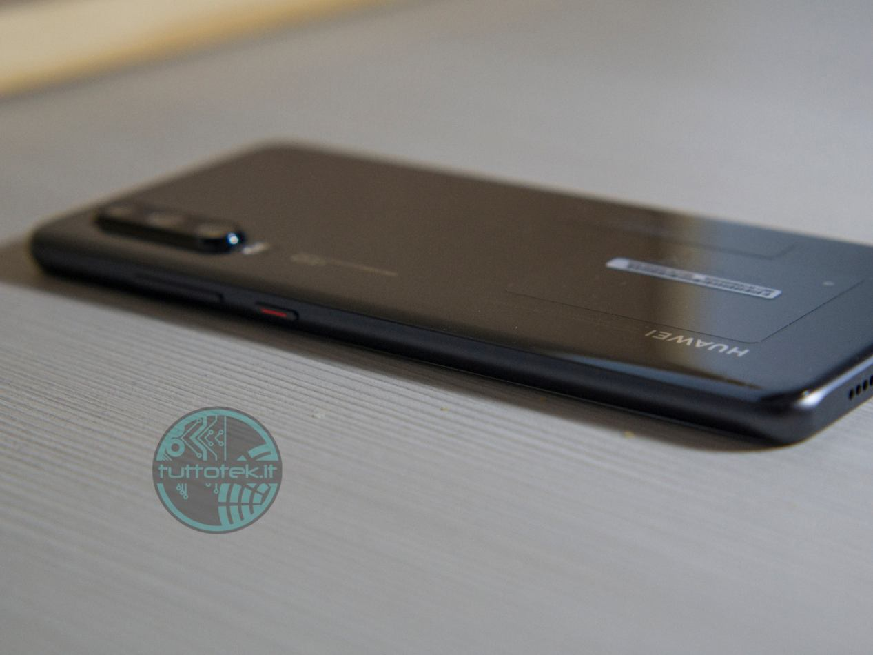 Huawei P30 review: fluidity and scary room