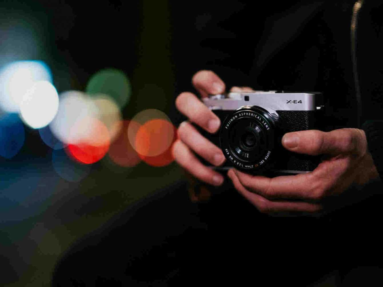 FUJIFILM X-E4: old style, lots of technology