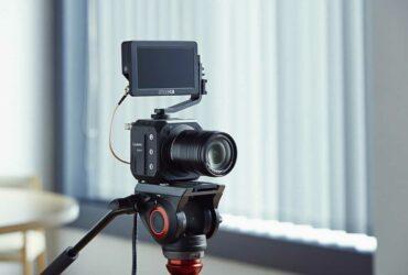 Panasonic LUMIX BGH1: a mirrorless or a professional camcorder?