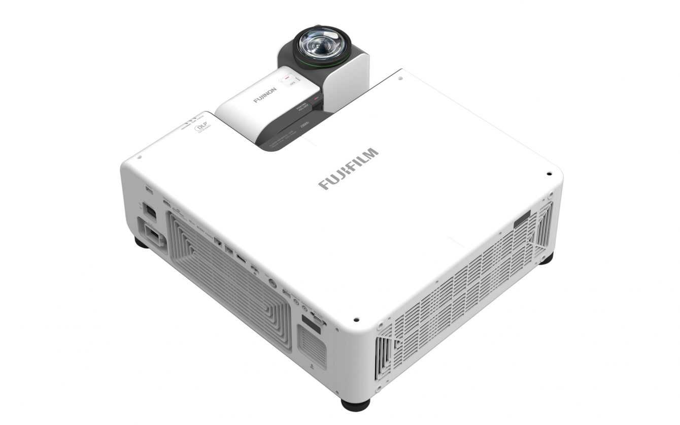 FUJIFILM PROJECTOR Z8000: the new versatile projector