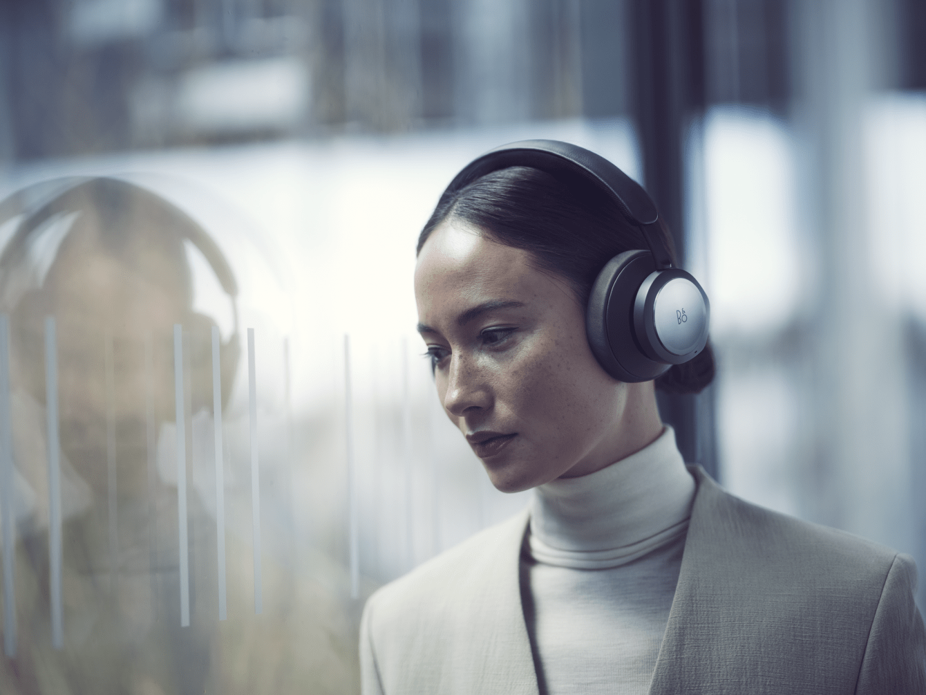 Bang & Olufsen Beoplay Portal: wireless headphones for gaming and more!