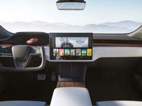 Tesla dice addio al volante tradizionale thumbnail
