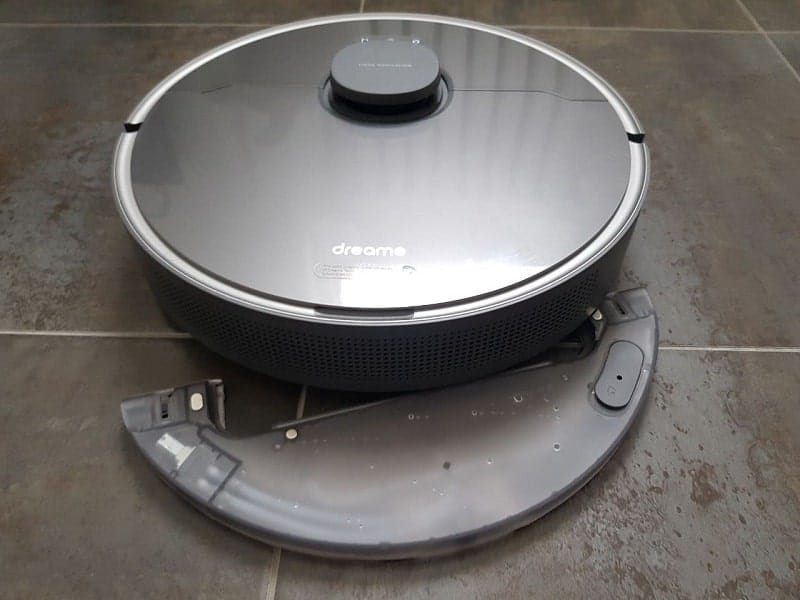 dreame bot z10 pro vacuum cleaner review-min