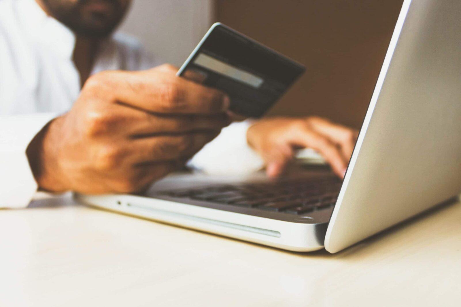 Come risparmiare con gli acquisti online: una breve guida thumbnail
