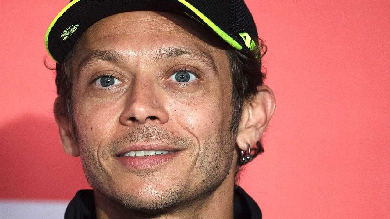 Valentino Rossi scende dalla moto: annunciato il ritiro thumbnail