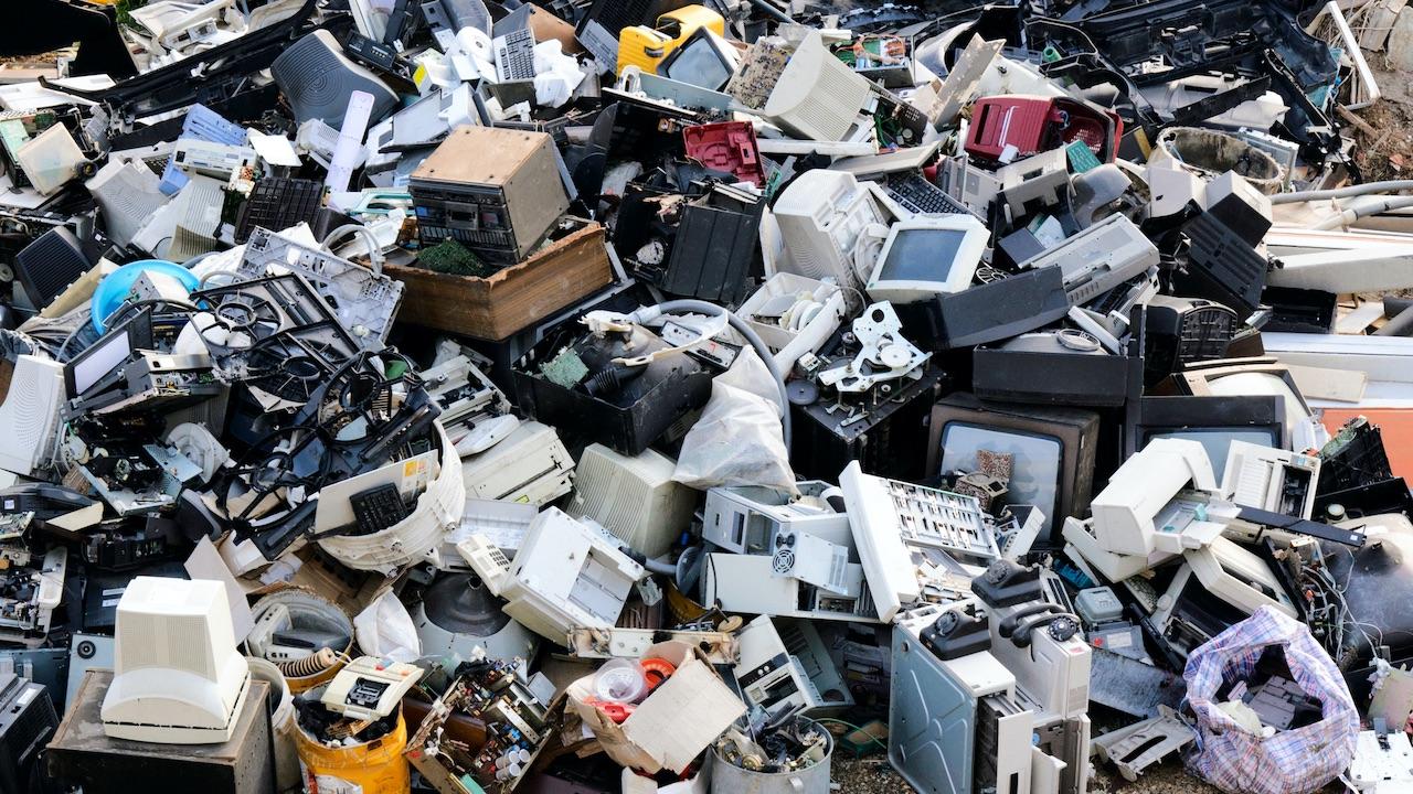 Cellulari e rifiuti elettronici: Italia al top in Europa per risparmio ambientale thumbnail