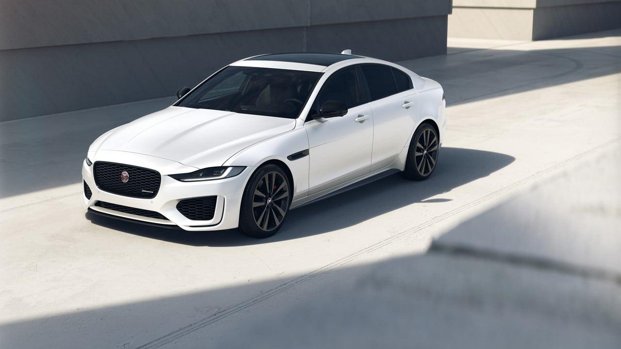 Jaguar XF e XE R-Dynamic: stile e connettività ancora migliorati thumbnail
