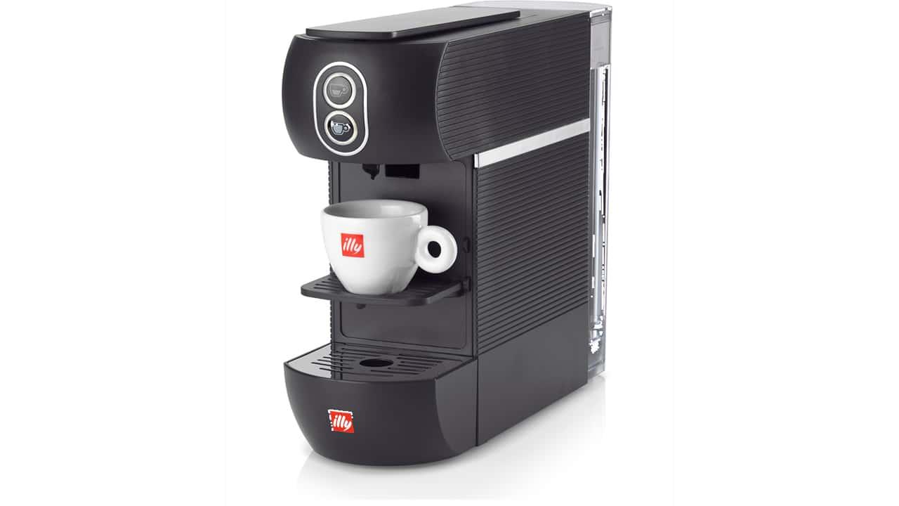 Illy presenta la nuova macchina del caffè illy ESE, piccola e compatta thumbnail