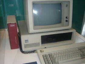 Il primo computer Ibm compie 40 anni proprio oggi thumbnail