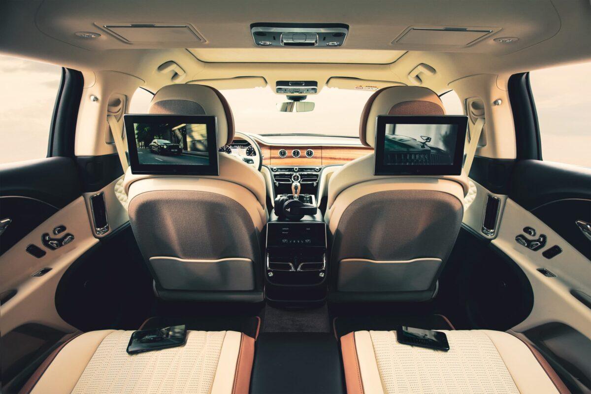 Bentley Rear Entertainment: un nuovo sistema d'intrattenimento di bordo thumbnail