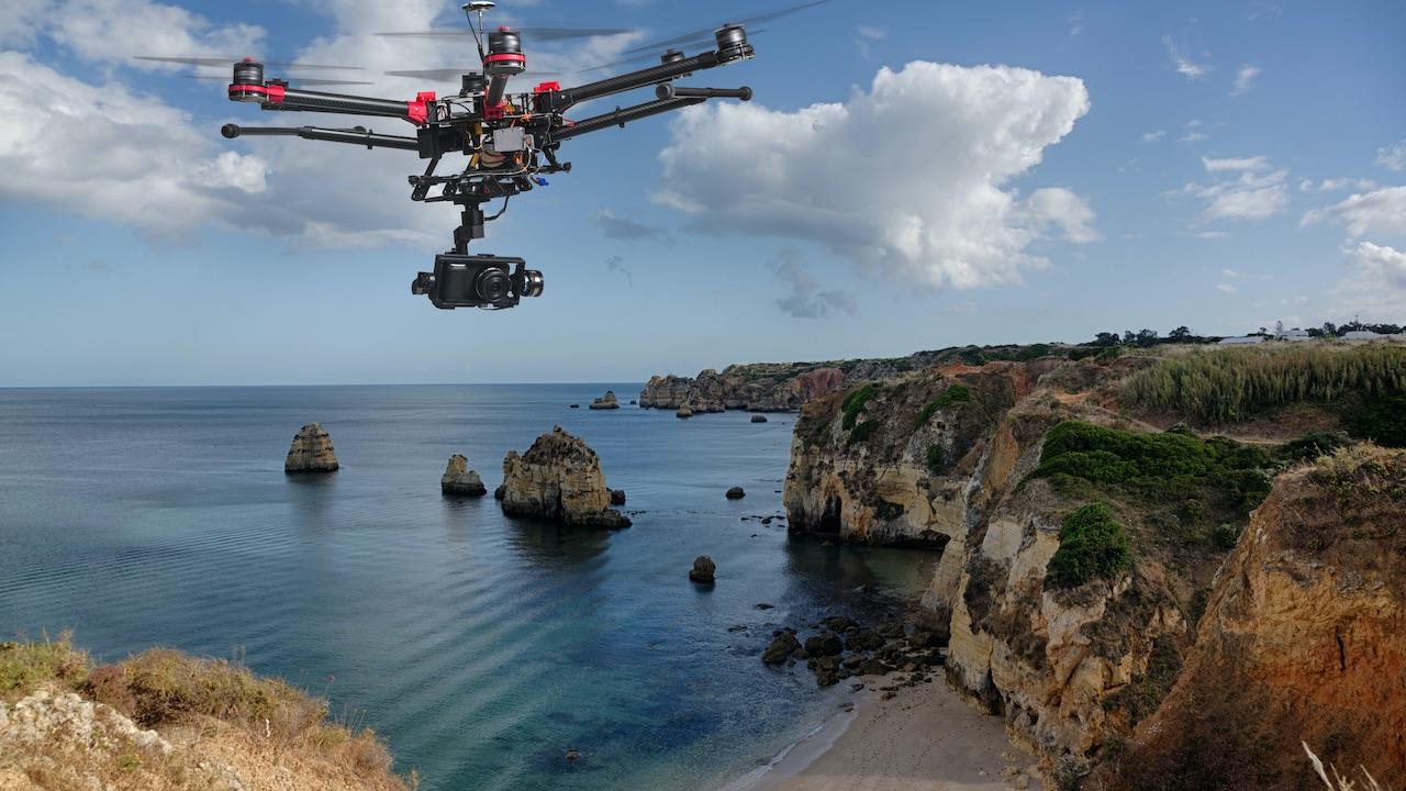 Droni in spiagge e città: il Garante apre tre istruttorie thumbnail