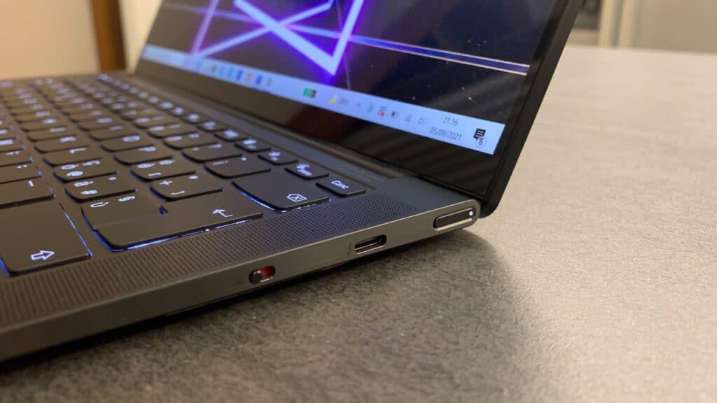 Lenovo Yoga Slim 9i - side ports