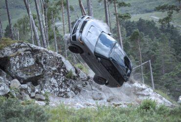Range Rover Sport SVR: quell'epico inseguimento nell'ultimo film di James Bond thumbnail