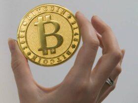 Bitcoin surclassa Netflix e Tesla per rendimento decennale thumbnail