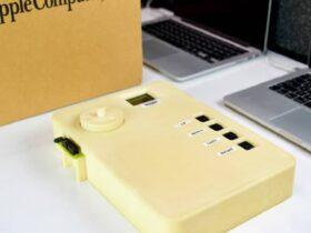 Oggi nasce l'iPod: era grande quanto un MacBook thumbnail