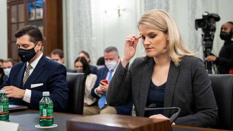 frances haugen whistleblower facebook congresso zuckerberg-min
