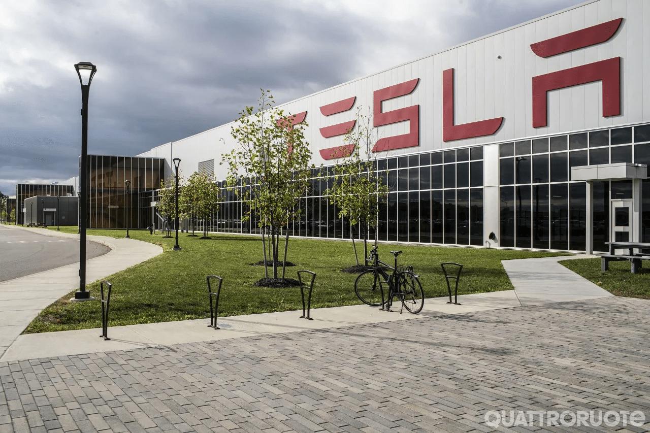 Tesla: second Musk la Gigafactory di Berlino sarà attiva da novembre thumbnail